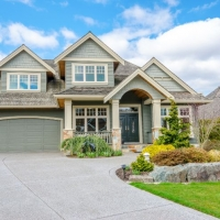 The Right Colors: Choosing Roofing and Siding Color Combos for Your Home